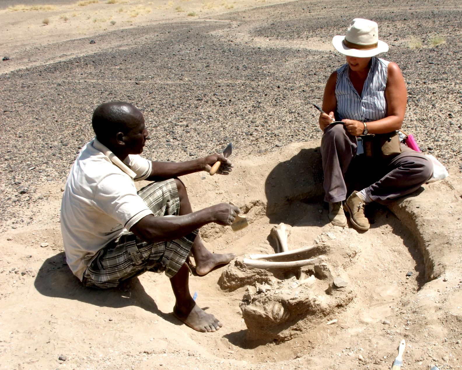 Dr Marta Mirazon Lahr & Justus Edung excavating at Nataruk, Kenya